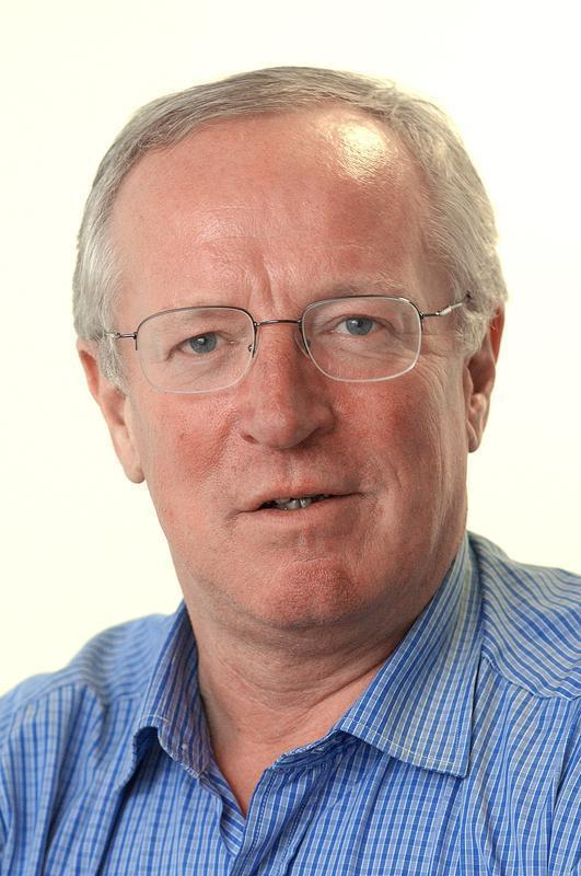 Indepenent Journalist Robert Fiskcopyright The Independentfor The Wharf issue 03/04/03whrf